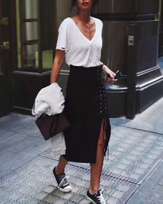 Street style | White t-shirt, slit laced black skirt and Converse sneakers
