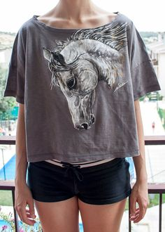 Horse / Hand-painted T-shirt / Animals / M grey / Woman