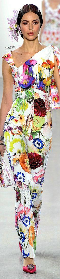 Chiara Boni La Petite RTW Spring 2019 Floral Fashion, Colorful Fashion, Fashion Design, Color Me Beautiful, Beautiful Outfits, Textile Prints, Floral Prints, Rainbow Fashion, Cute Pins