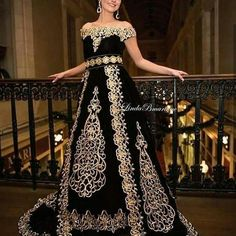 arabic prom dresses black lace appliqué vintage elegant muslim traditional prom gown vestido de longo Black Prom Dresses, Lace Evening Dresses, Lace Dress Black, Cheap Prom Dresses, Strapless Dress Formal, Formal Dresses, Afghani Clothes, Bollywood Dress, Stylish Dress Designs