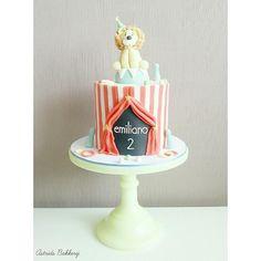 circus cake + cupcakes - Cake by Astrids Bakkerij Cupcakes, Cupcake Cakes, Gorgeous Cakes, Amazing Cakes, Cake Designs For Kids, Lion Cakes, Circus Cakes, Star Wars Cake, Fun Fair
