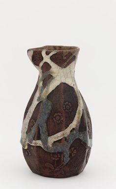 (Japan) Sake Porcelain Bottle with design of primroses, possibly Tokoname ware. ca century CE. Edo period or Meiji era. Stoneware with iron wash, white & copper-tinted rice-straw ash glazes. Japanese Porcelain, Japanese Ceramics, Porcelain Clay, Japanese Pottery, Ceramic Clay, Japanese Art, Glazes For Pottery, Ceramic Pottery, Pottery Art