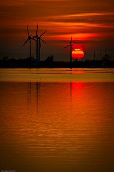 ღღ The sun goes down in Fehmarn, Germany