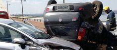Acidente entre dois carros fecha trânsito na Ponte JK - http://noticiasembrasilia.com.br/noticias-distrito-federal-cidade-brasilia/2015/10/12/acidente-entre-dois-carros-fecha-transito-na-ponte-jk/