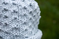 Here& a quick freebie for those of you looking for an easy, but adorable baby hat to make in an evening or two. It has a rolled brim and d. Baby Hat Knitting Patterns Free, Baby Hat Patterns, Baby Hats Knitting, Baby Knitting Patterns, Free Pattern, Knitting Designs, Free Knitting, Seed Stitch Hat, Crochet Mask