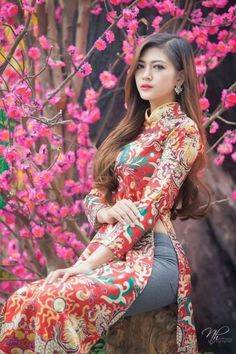 Vietnamese and Asian Beauty Girls. Vietnamese Clothing, Vietnamese Dress, Vietnamese Traditional Dress, Traditional Dresses, Ao Dai, Vietnam Girl, Asian Hotties, Beautiful Asian Women, Asian Fashion