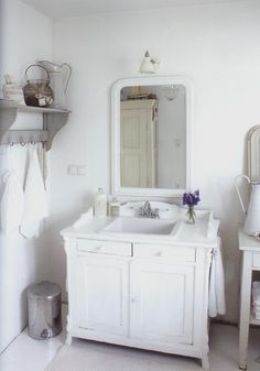 love this bathroom sink