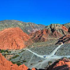 Esta é uma imagem do #PaseoDeLosColorados que percorre várias montanhas coloridas de #Purmamarca na #Argentina Acompanhe o comerdormirviajar.com que nos próximos dias contaremos tudo sobre esta aventura inesquecível. - - - - - - - - - - #INPROTUR @visitargentina @turismojujuy #salinas #ArgentinaEsTuMundo #argentina #argentina_ig #argentina360 #argentinaig #VisitArgentina #ArgentinaTrails #PureArgentine #argentinatravel #WorldFriendly #MadreTierra #turismojujuy #vivajujuy #jujuy…