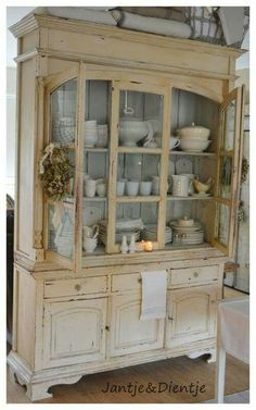 Incroyable Gorgeous Distressed Cream Hutch Filled W/white Ironstone