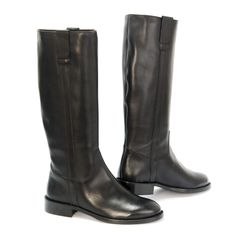 Western Ranchero classic knee riding boots, with two side straps and leather loops to help the fit. Available in different sizes