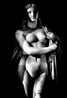 Statue . Sculpture (Louvre - Beauté Offerte)