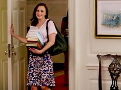 WATCH: Alexis Bledel Visits the White House as Rory Gilmore, to Give Michelle Obama Some Book Recommendations http://www.people.com/article/rory-gilmore-michelle-obama-white-house-let-girls-learn