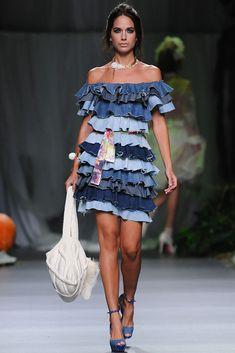 Francis Montesinos - Pasarela MBFW Madrid, Primavera-Verano 2013 Recycled Dress, Recycled Denim, Denim Fashion, Fashion Outfits, Diy Jeans, Patchwork Denim, Jeans Trend, Moda Jeans, Estilo Jeans