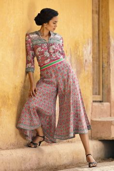 Birdcage Walk I like this look for some reason . looks comfortable and stylish - STYLE - Indian Gaucho, How To Style Culottes, Indian Fashion Trends, Batik Dress, Cotton Tunics, Casual Summer Dresses, Vintage Fashion, Classy Fashion, Style Fashion