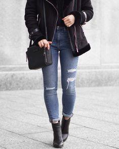 A Little Detail // #womensfashion #winterfashion #aviatorjacket #shearlingjacket #sherpajacket #blackcoat #rippedjeans #levis #blackboots #monochromestyle #minimalist