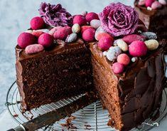Sjokoladekake med trøffelkrem - Oppskrift - Godt.no Baking, Chocolate Cakes, Desserts, Food, Tailgate Desserts, Deserts, Bakken, Essen, Bolo De Chocolate