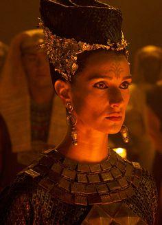 "fuckyeahcostumedramas: ""Indira Varma in 'Exodus: Gods and Kings' "" Period Costumes, Movie Costumes, Cool Costumes, Indira Varma, Joel Edgerton, Egyptian Women, Egyptian Art, Christian Bale, British Actresses"