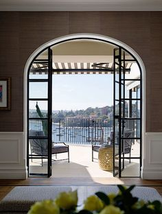 Vyrobit přesně zapadající oblouková okna s ocelovými rámy do existujících otvorů…