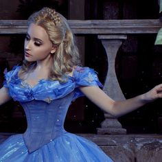 Pin for Later: 25 Magical Cinderella Halloween Costumes Live-Action Cinderella Bring the newest Cinderella movie to life! Cinderella Makeup, New Cinderella Movie, Cinderella Live Action, Cinderella Cosplay, Cinderella Prince, Cinderella Dresses, Disney Cosplay, Cinderella 2015, Cool Costumes