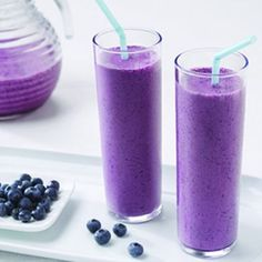 health photos Recipe for Blueberry Pomegranate Smoothie - Bursting with flavor and a terrific choice for breakfast or a snack; this Blueberry-Pomegranate Smoothie is also a great way to get the antioxidants your body needs each day. Juice Smoothie, Smoothie Drinks, Healthy Smoothies, Healthy Drinks, Healthy Fruits, Healthy Milk, Healthy Food, Vitamix Juice, Healthy Juices
