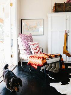 black floor, Paula Kilpatrick of Tuppenny Farm, Design Sponge Design Eclético, Floor Design, Home Design, Interior Design, Modern Interior, Interior Styling, Design Ideas, Lofts, My Living Room