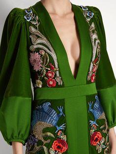 Deep V-neck embroidered velvet gown Alexander McQueen FR Fashion Details, Look Fashion, High Fashion, Womens Fashion, Fashion Design, Couture Details, Fashion Tips, Green Velvet Dress, Velvet Gown