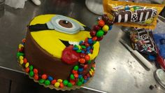 Minion gravity cake.