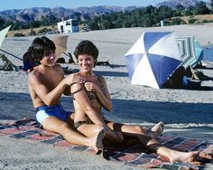 ERIN MORAN SCOTT BAIO HAPPY DAYS TV 8X10 STUDIO PHOTO BARECHESTED BIKINI Joanie And Chachi, Erin Moran, Scott Baio, Old Tv Shows, Happy Day, Photo Studio, Celebrity Photos, Comedians, Famous People