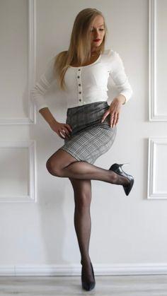 Hands On Hips, Leather Skirt, Mini Skirts, Heels, Hot, Fashion, Heel, Moda, Leather Skirts