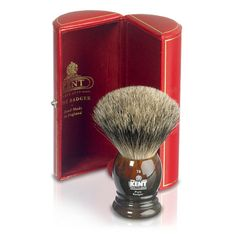 Some nice traditional gentleman's accessories for shaving (with added benefit of winding up Brian May. The Art Of Shaving, Shaving Set, Shaving Brush, Wet Shaving, Tall Men Fashion, Modern Mens Fashion, Shave Shop, Kent Brushes, Classic Shaving