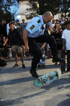 Police skating :) we need more police skaters in this world Lil Durk, Lil Wayne, Eminem, Bushido, Skate And Destroy, Skate Surf, Skate Man, Christina Milian, Skater Girls