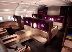 From luxuriously decorated cabins to caviar, this is what it's like to fly first class on Qatar Airways, one of the best airlines in the world. First Class Airline, Flying First Class, First Class Flights, First Class Seats, Airbus A380, Jets Privés De Luxe, Luxury Jets, Design Transport, Jet Privé