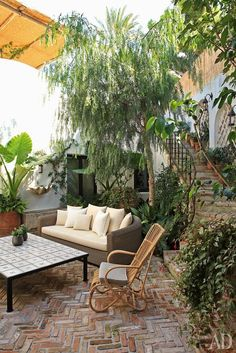 Summer style! Courtyard with brick floor and bohemian summer chic cool!