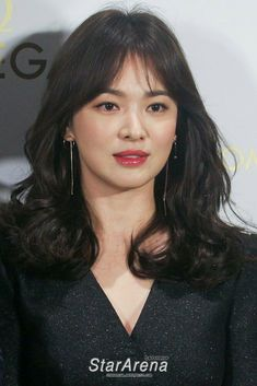 Beauty Song Hye Kyo Long Hair With Bangs, Long Wavy Hair, Curled Hairstyles, Pretty Hairstyles, Song Hye Kyo Hair, Song Hye Kyo Style, Korean Short Hair, Medium Hair Styles, Long Hair Styles