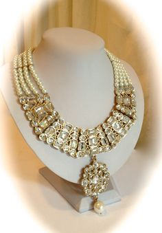 Vintage Crystal and Pearl Collar Estate Jewelry Necklace by WOWTHATSBEAUTIFUL