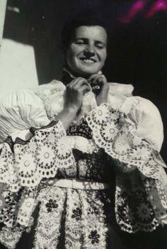 Strojení děvčice v Hradčovicích: výprava do kostela 1952 Vixen, Vintage Pictures, Czech Republic, Folklore, Prague, Ethnic, This Is Us, Bohemian, Costumes