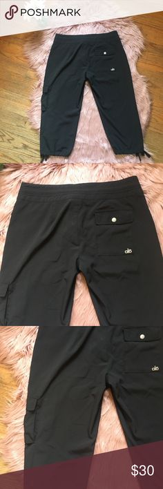 Alo Yoga Lightweight Cool Black Cargo Pants Small Excellent pre owned condition  Size small, could fit a medium.  4 pockets ALO Yoga Pants Ankle & Cropped