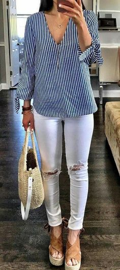 Perfect Summer Outfits To Inspire Yourself Striped Blouse + White Ripped Skinny Jeans + Brown Pumps Boho Outfits, Casual Outfits, Summer Outfits, Fashion Outfits, Fashion Trends, Jeans Fashion, Cute Outfits, Amazing Outfits, Fashion Styles