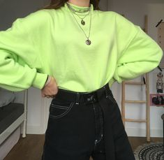 Neon green fit Neon Green Outfits, Retro Outfits, Grunge Outfits, Cute Outfits, Vintage Outfits, Green Fashion, Look Fashion, Fashion Outfits, Hoodie Outfit