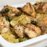Zitrone, Huhn und Butter sind eine wunderbare Kombination. Unsere ganze Wohnung duftet nach diesem leckeren Abendessen. Das heutige Low Carb Gericht ist unheimlich schnell zubereitet und passt zu ganz unterschiedlichen Beilagen. Gekochtem Gemüse, Zoodles, Gebratenem Gemüse, oder wie bei uns zu einem Rucola Salat. Für das Gericht