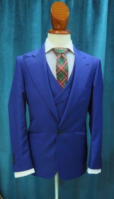 Americana y Chaleco, con camisa y corbata de La Colonial Costura, con tejido 100% lana fria. Total-look bespoke. Creaciones exclusivas.  #bespoke #amedida #handmade #sastrería #ootd #inspiration #menswear #menoutfit #costura #americana #azul #traje #hombre #caballero #jacket #suit #mensuit #blue #men #tie
