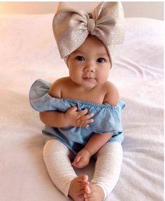 Kids fashion Girly - - Kids fashion Clothes - - Kids fashion Winter Dolce and Gabbana - Kids fashion Toddler Sweaters Cute Little Baby, Baby Kind, Cute Kids, Cute Babies, Bebe Love, Outfits Niños, Cute Baby Girl Outfits, Cute Baby Girl Pics, Baby Girl Bows