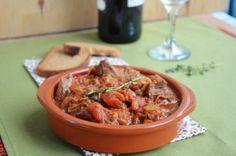 говядина в томатном соусе с вином и оливками Curry, Ethnic Recipes, Foods, Food Food, Curries, Food Items