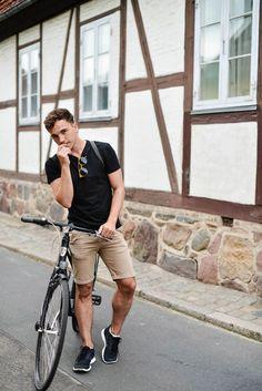 Um estilo básico com short masculino.
