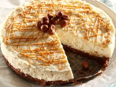 This unbaked cheesecake with its rich and indulgent filling has a caramel topping and a chocolate and hazelnut base. No Bake Caramel Cheesecake, Baked Cheesecake Recipe, Unbaked Cheesecake, Delicous Desserts, Fun Desserts, South African Desserts, Chocolate Hazelnut, No Bake Cookies, Yummy Cakes