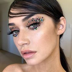 Slightly obsessed with crystal at the moment 😍 model Base: Sb foundation and Vision… Indie Makeup, Glam Makeup, Makeup Inspo, Makeup Art, Makeup Inspiration, Beauty Makeup, Make Com Glitter, Rhinestone Makeup, Crystal Makeup