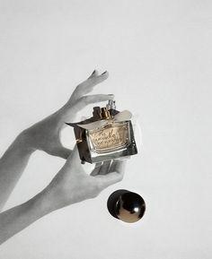 Still life photographer Audrey Corregan realized a series for M le Monde «Fétiches et variations». #photography #perfume