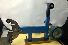This is my DIY 2 X 72 Inch belt grinder. Knife Grinding Jig, Knife Grinder, Metal Projects, Welding Projects, Welding Art, 2x72 Belt Grinder Plans, Diy Belt Sander, Power Hammer, Knife Making Tools