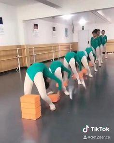 Gymnastics Moves, Gymnastics Tricks, Amazing Gymnastics, Acrobatic Gymnastics, Ballet Dance Videos, Dance Tips, Dance Choreography Videos, Ballet Dancers, Flexibility Dance