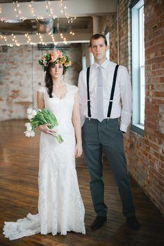 Tanto el vestido de la novia como el del novio deben de ir acorde al tema que hayan seleccionado para la boda